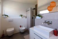 Mikrozement fugenlose Wandbeschichtung im Badezimmer in Elfenbein VO-01